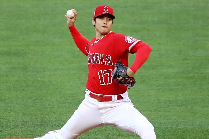 """""""宝刀""""スプリットで打者を翻弄させ、次々と三振を奪う大谷。(C)Getty Images"""