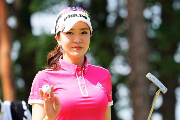 SNS上で充実の生活ぶりを紹介しているアン・シネ。肝心のゴルフのほうはこの先いったい……。(C)Getty Images