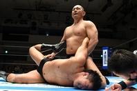上村に力の違いを見せつけ、勝利した鈴木みのるは、ベルト戦線への参戦を匂わせた。(C)新日本プロレス