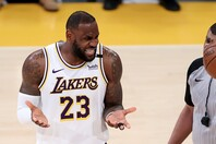 NBAは昨季のファイナル終了から約2か月という短いオフを経て今季を開幕。レブロンも故障により27試合の欠場を強いられた。(C)Getty Images
