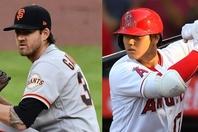 """今季は開幕から絶好調の大谷(右)。そんな""""怪物""""にジャイアンツのエース、ゴーズマン(左)も脱帽だ。(C)Getty Images"""