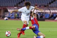 チリを下してなんとか準々決勝進出を果たした日本。得点力不足は不安材料だが…。(C)Getty Images