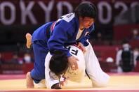 あっという間に寝技に持ち込んだ浜田。予定どおりに得意技で制した。(C)Getty Images
