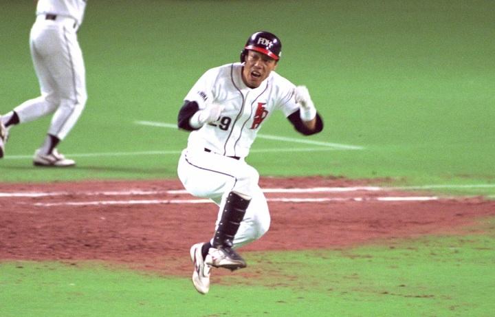 戦力外から這い上がり、2億円プレーヤーまで登り詰めた山本和範。94年にはあのイチローと首位打者を争った。写真:朝日新聞社