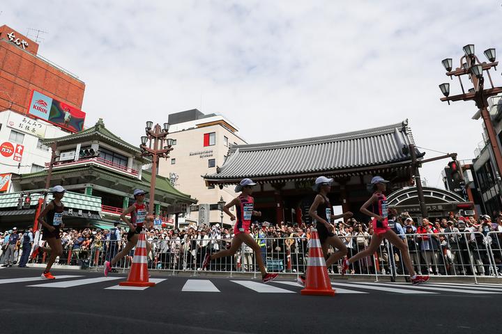 五輪のマラソンはレースであると同時に、世界に向けた開催都市の紹介でもある。それがドーハのレースをきっかけに急転直下、会場が東京から北海道へ移転となった。(C)Getty Images
