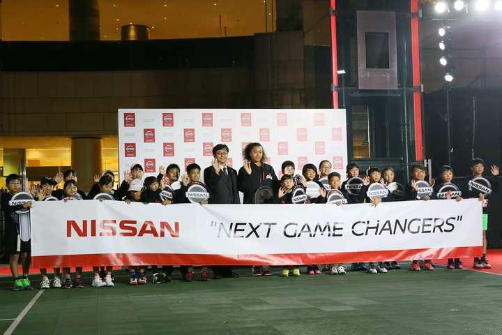 大坂なおみとイベントに参加した子どもたち。写真:滝川敏之