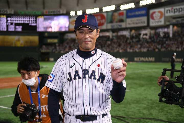 監督就任後、初の国際大会タイトルを手にした稲葉監督。写真:金子拓弥(THE DIGEST写真部)
