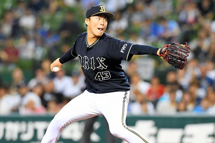 力でねじ伏せる山本のピッチングは、多くのファンに衝撃を与えた。写真:日刊スポーツ/朝日新聞社