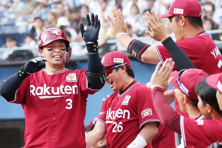FA加入1年目の浅村は攻守に見事な活躍を見せ、CS進出に大きく貢献した。提供:朝日新聞社