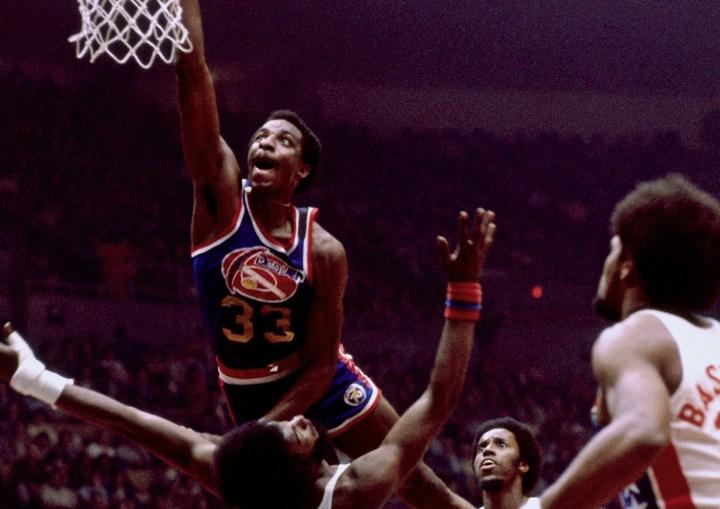 全盛時は垂直跳びで122㎝を記録したというトンプソン。その驚異的な運動能力はバスケットボールの神が彼に与えたものだった。(C)Getty Images