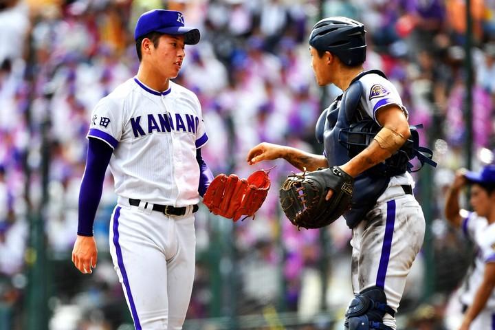 当時、金足農高に所属していた吉田輝星(日本ハム)は、地方大会から甲子園の準決勝まで全試合を一人で投げた。写真:朝日新聞社