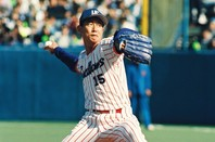 92年の日本シリーズで3完投、30イニングを投げ抜いた岡林ですら「1週間500球」にはとても届かなかった。写真:朝日新聞社