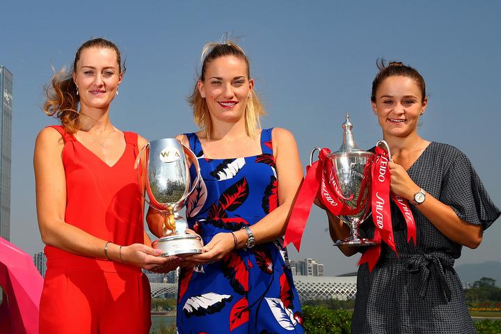 最優秀選手賞はバーティー(右端)。最優秀ダブルスチーム賞はムラデノビッチ/バボス(左端/中央)が輝いた。(C)Getty Images