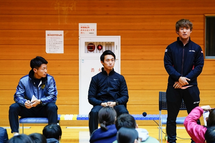 地域活性化プロジェクトで講演会を行なう斉藤貴史、沼尻啓介、西岡良仁(左から)。写真:山崎賢人(THE DIGEST写真部)