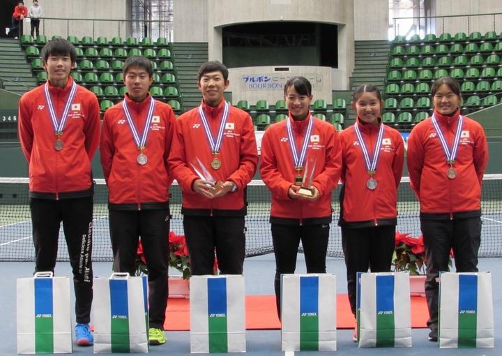 入賞した選手。左から片山楓、中村元、藤原智也、山﨑郁美、神鳥舞、木本海夢夏。写真:関西テニス協会