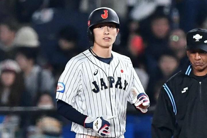 7回2アウト三塁の場面で、源田がセーフティバント!周東(写真)が快足を生かしてホームを踏んだ。(C)Getty Images