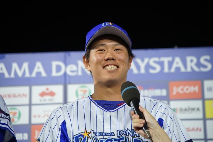 「体力的にしんどい時期もあった」が1年間を通して投げられたことを球団に評価されたという。写真:萩原孝弘