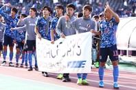 昨年11月に行なわれた、U-22日本代表と同コロンビア代表との親善マッチでの一幕。前田や上田、橋岡らが参加していた。 写真:茂木あきら(サッカーダイジェスト写真部)