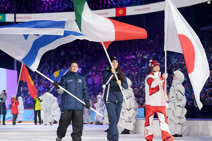 ユース五輪では旗手も務めた鍵山。(C)Getty Images