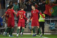 連覇を見据えるポルトガルは、フランスとドイツが同居する最激戦区に。予選で11得点を決めたC・ロナウド(右)は、本大会でも輝けるか。(C) Getty Images