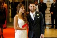 17年6月にアルゼンチンでメッシと結婚式を挙げたアントネラ・ロクソ(左)。(C) Getty Images