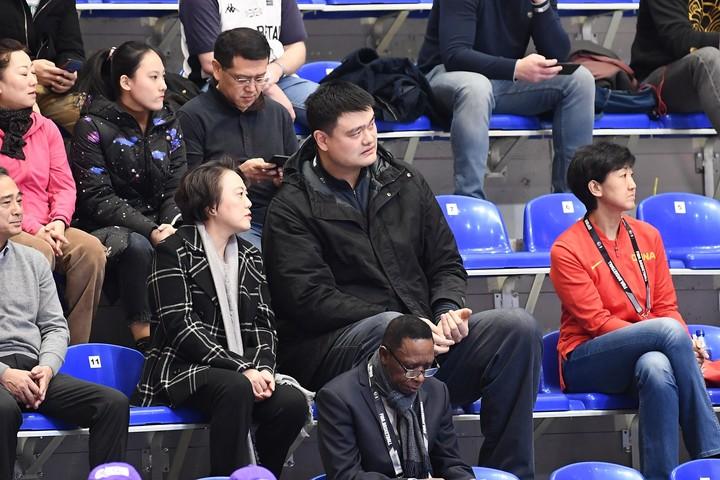 開催地のセルビアで母国の五輪切符獲得を見届けたヤオ・ミン会長。今夏は東京でその姿を拝めそうだ。(C)Mansoor Ahmed/Ahmed photos